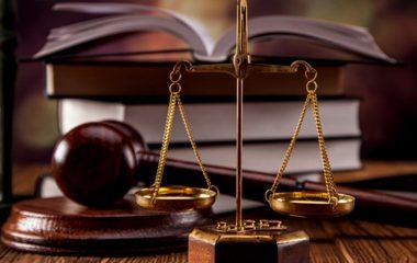 چرا باید برای احقاق حق وکیل اختیار نماییم